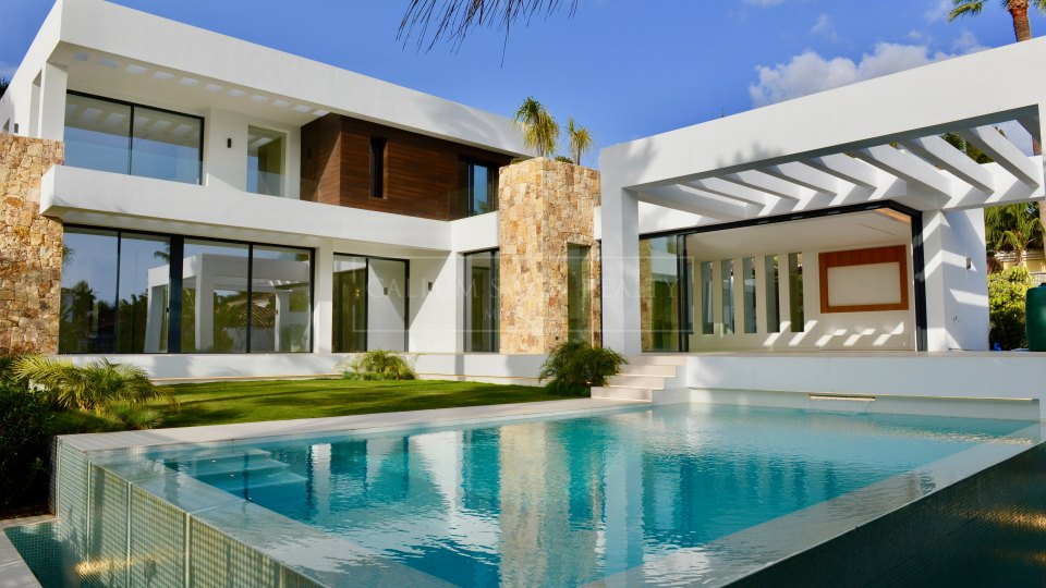 Marbella Golden Mile, New modern luxury villa in the best location of Marbella