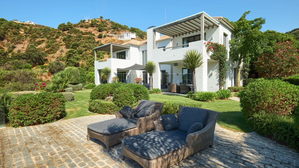 Benahavis, Stunning modern villa for sale in Monte Mayor