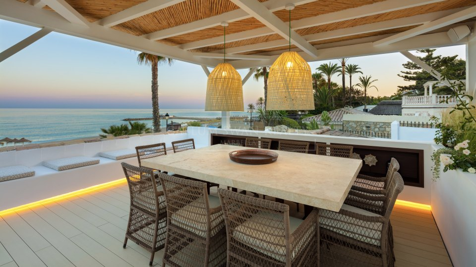 Marbella Golden Mile, Spectacular frontline beach villa for rent in Puente Romano
