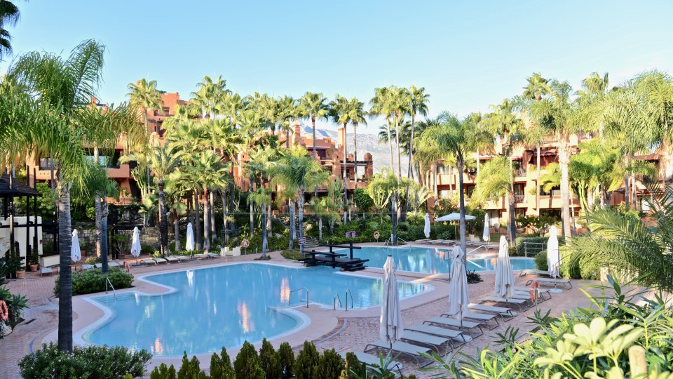 Nueva Andalucia, Ground floor apartment for sale in La Alzambra, Puerto Banus
