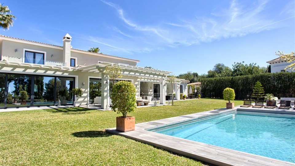 Marbella Golden Mile, Impeccable luxury family villa in Marbella Hills Club