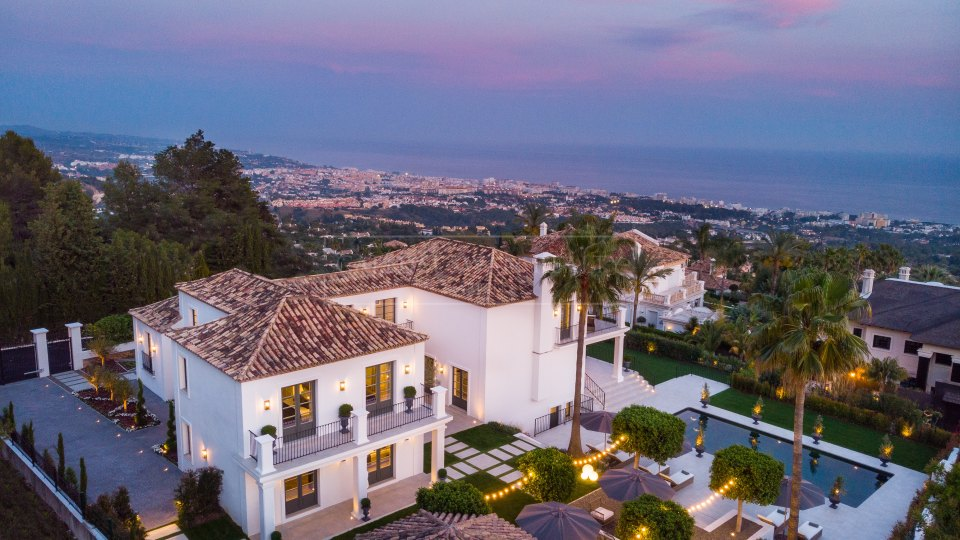 Marbella Golden Mile, Substantial luxury villa for sale in Sierra Blanca.