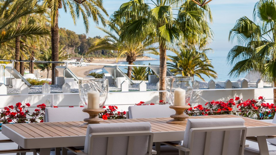 Marbella Golden Mile, Luxury apartment in a beachfront complex on the Golden Mile