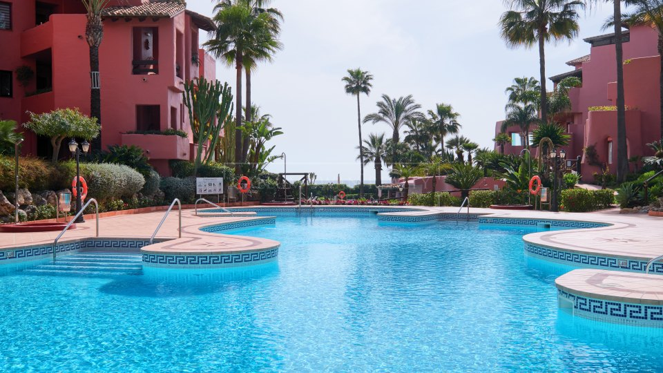 Estepona, Beautiful beachside apartment for sale on the New Golden Mile