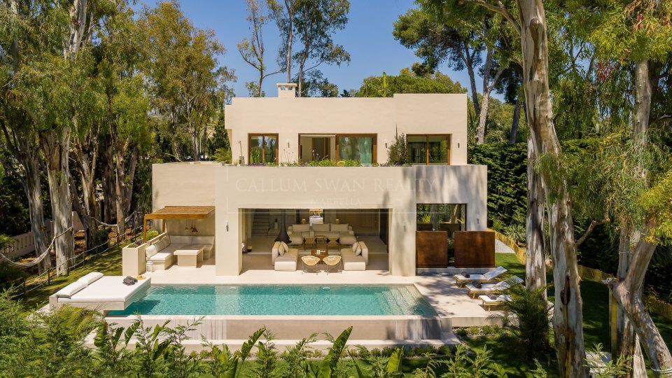 Marbella East, Luxurious and modern newly built villa for sale in Los Monteros