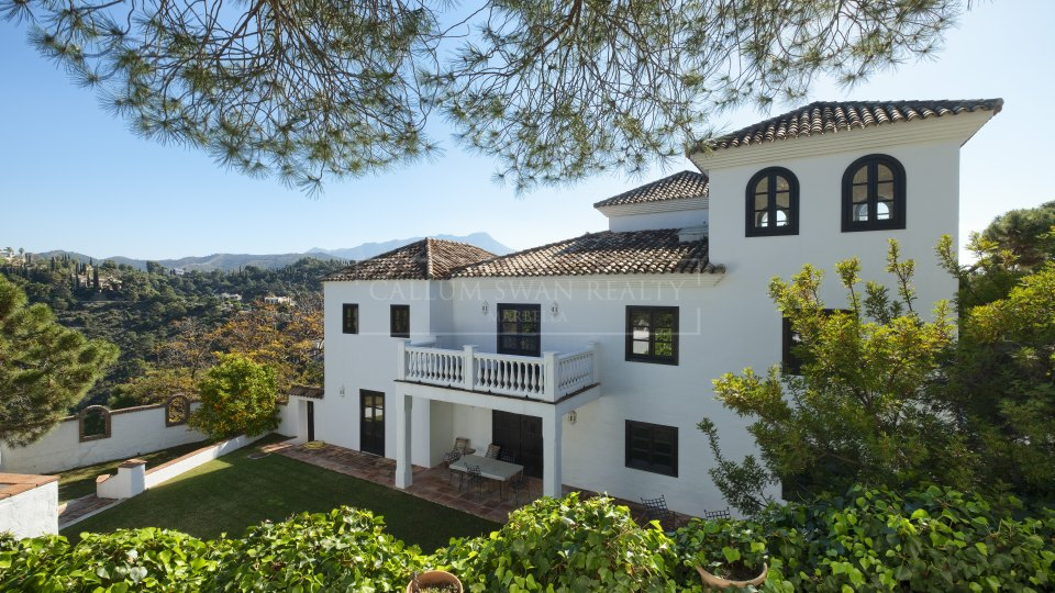 Benahavis, Rustic style villa in El Madroñal with spectacular panoramic views