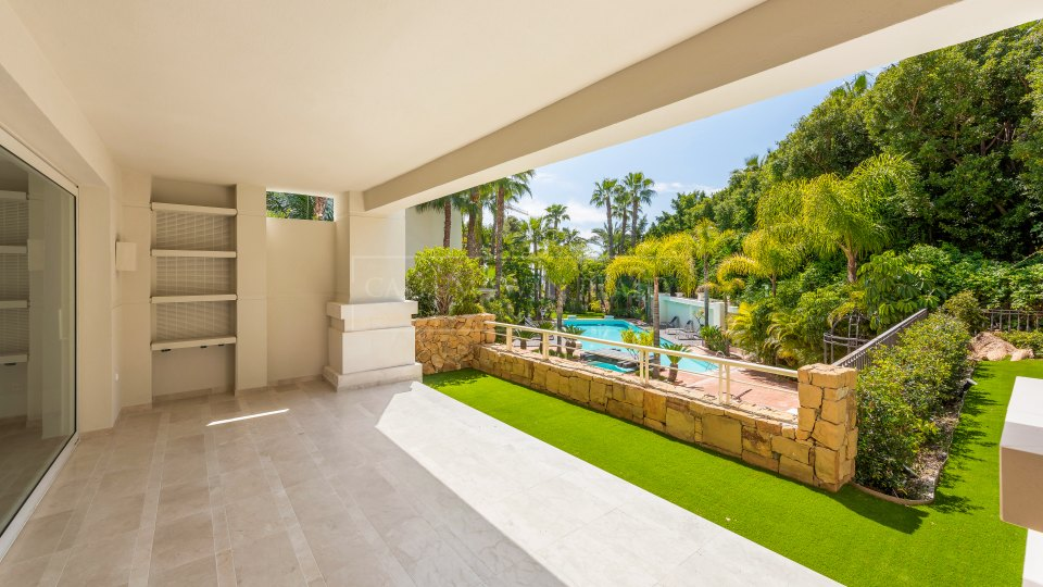 Marbella Golden Mile, Luxury renovated apartment with private heated pool in Retiro de Nagueles