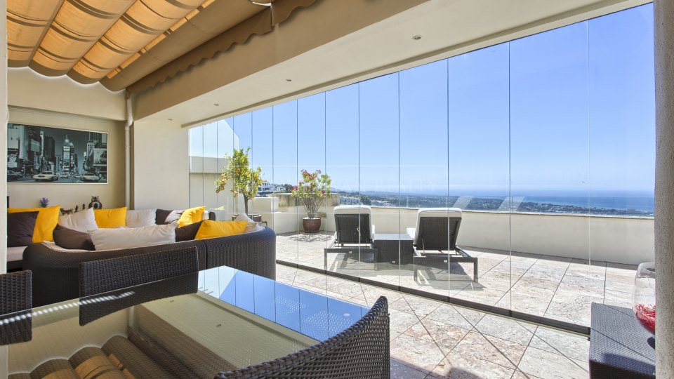 Marbella East, Panoramic views from this duplex penthouse for sale in Los Monteros