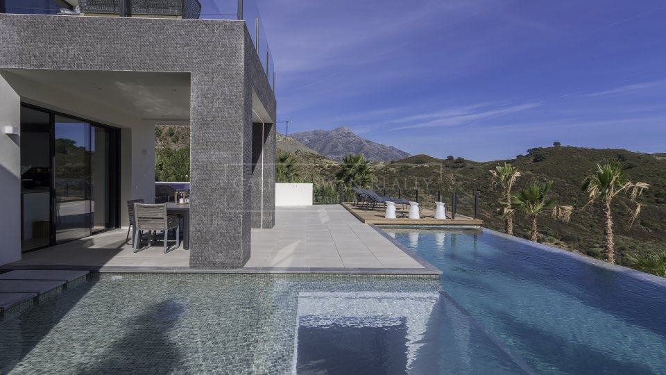Benahavis, Lovely brand new villa for sale in La Quinta