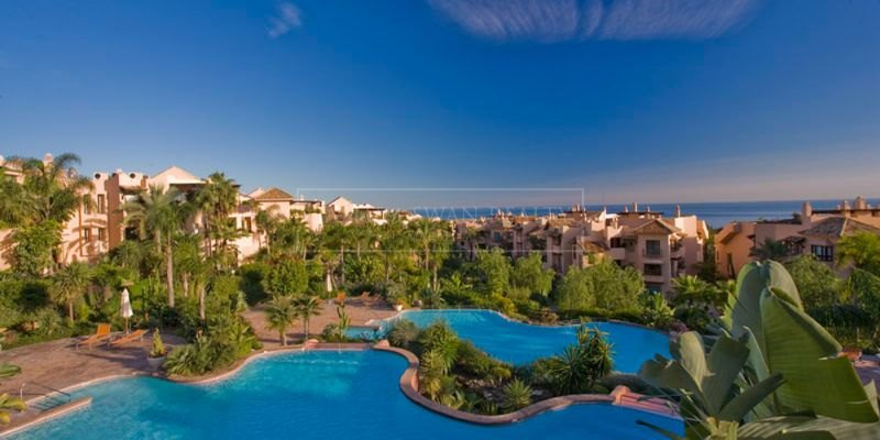 Marbella Golden Mile, A luxurious ground floor apartment in Mansion Club