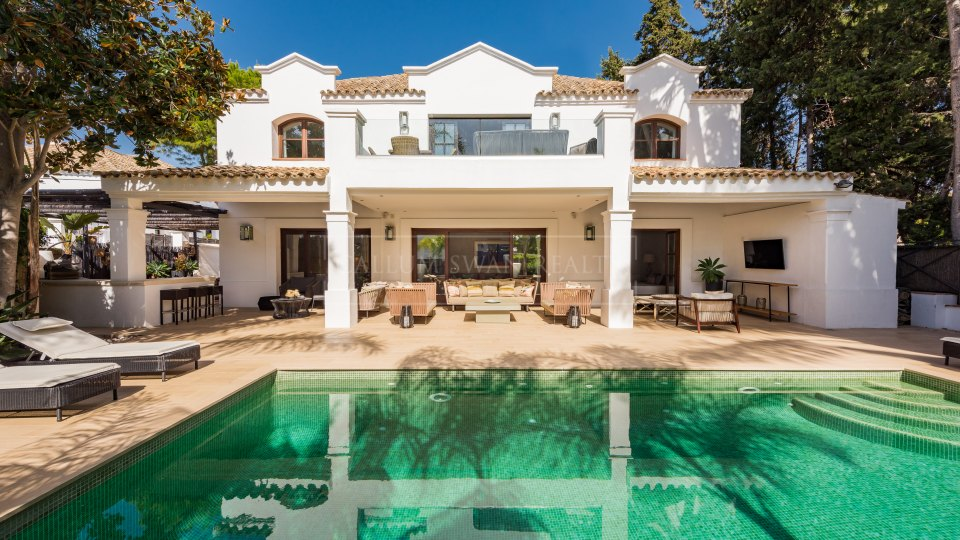 Marbella Golden Mile, Charming luxury beachside villa in the Marbella Club