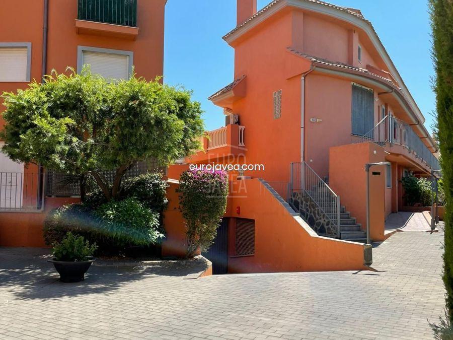 Adosado en exclusiva a la venta en Jávea , excelente ubicación andando a la playa del Arenal