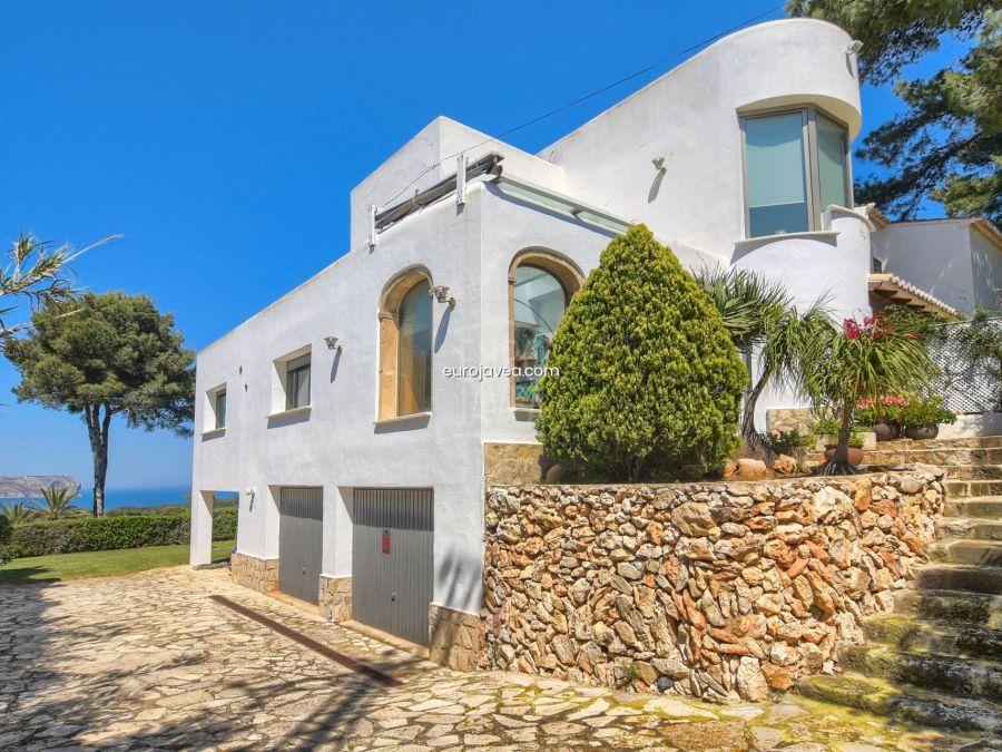 Exclusiva y lujosa villa a la venta en Jávea en zona muy tranquila con vistas al mar