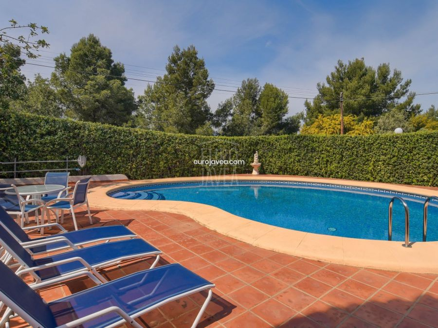Villa for sale in Jávea in the Cansalades area, a few minutes by car from the beach and Benitachell