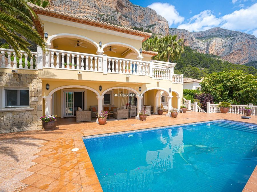 South facing villa for sale in Jávea in Montgo , with magnificent Valley views