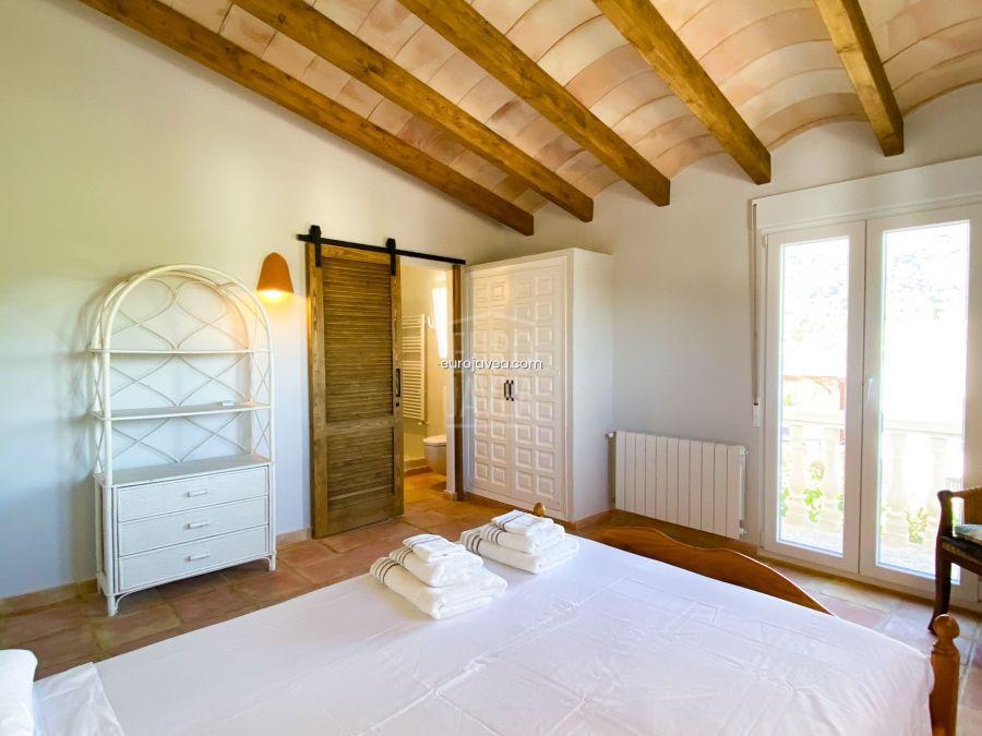Apartamento totalmente reformado en casa compartida en alquiler en Jávea , en la zona del Montgó ideal para disfrutar de unas tranquilas vacaciones