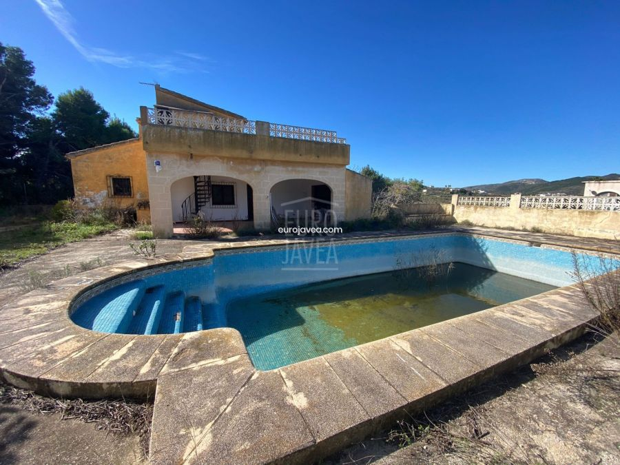 Country house for sale in Benitachell to renovate with magnificent open views