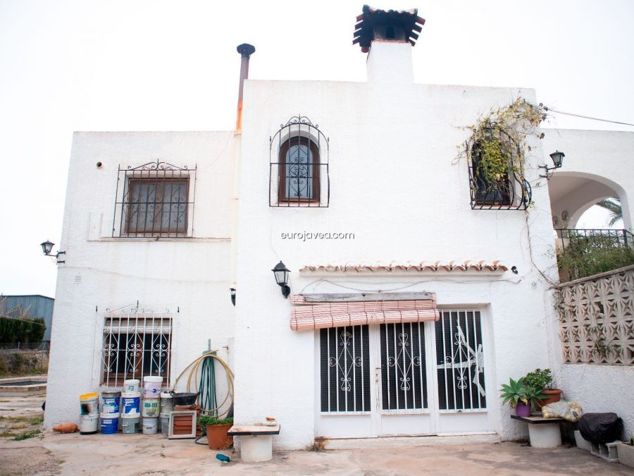 Villa to renovate for sale in Jávea, magnificent opportunity as investment walking distance to the old town.