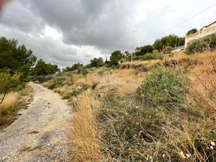 Flat plot for sale in Jávea near the town area, in an urbanized area