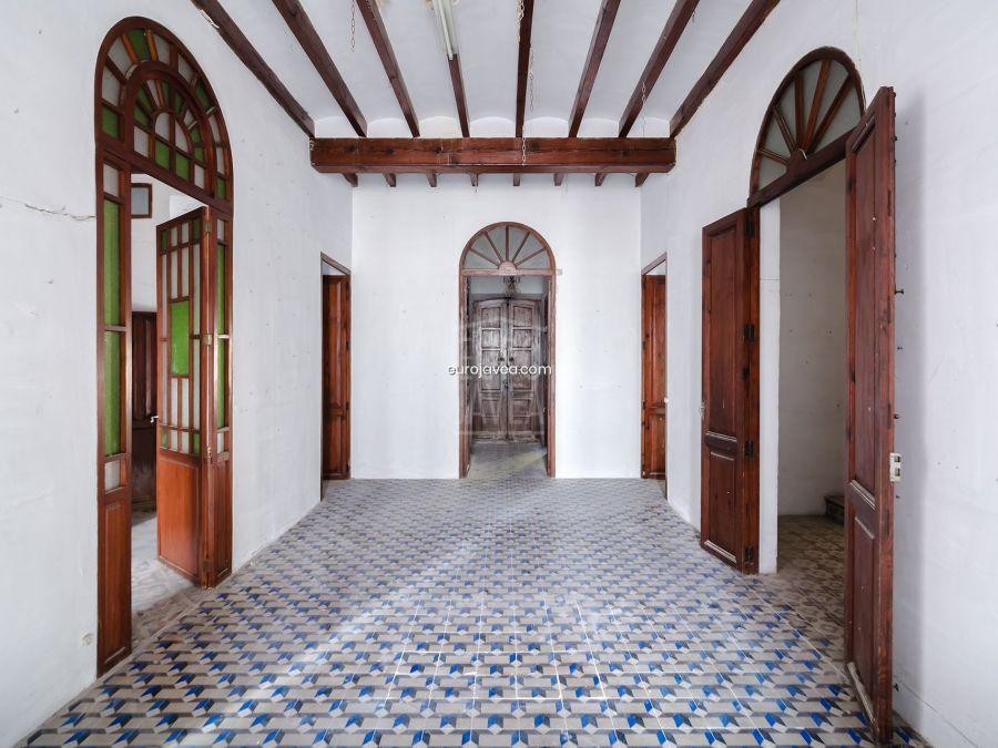 Casa señorial para reformar a la venta en Jávea, a un paso del casco antiguo con muchas posibilidades.