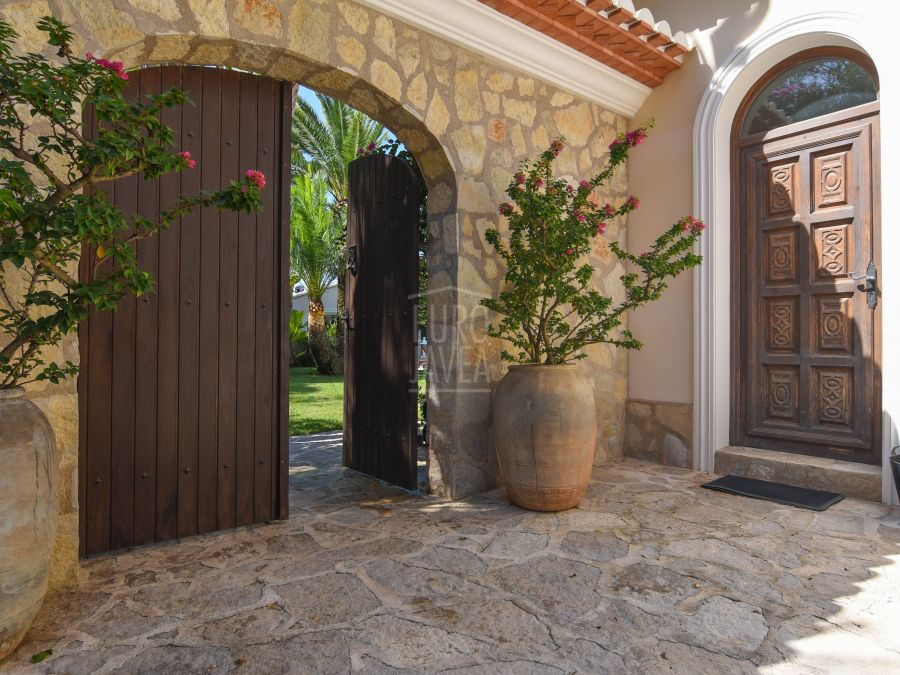 Luxurious house for sale in Jávea located in a unique enclave with stunning sea views