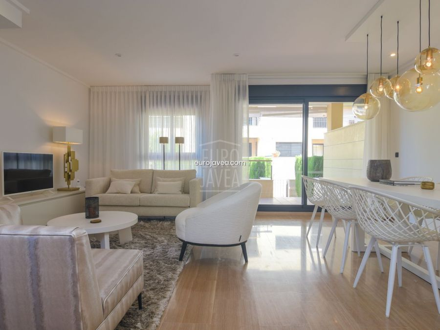Townhouse for sale in Javea, in the port area close to the sea.