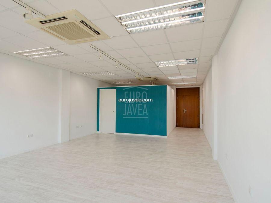Oficina de 70 m2 a la venta en Jávea en la zona del Arenal