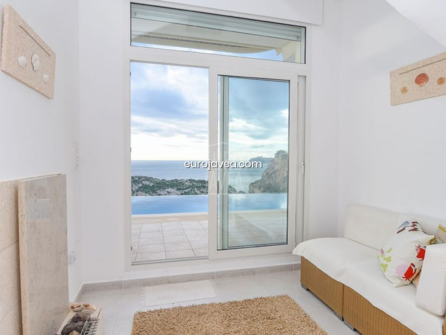 Villa for sale in Jávea with spectacular sea views.