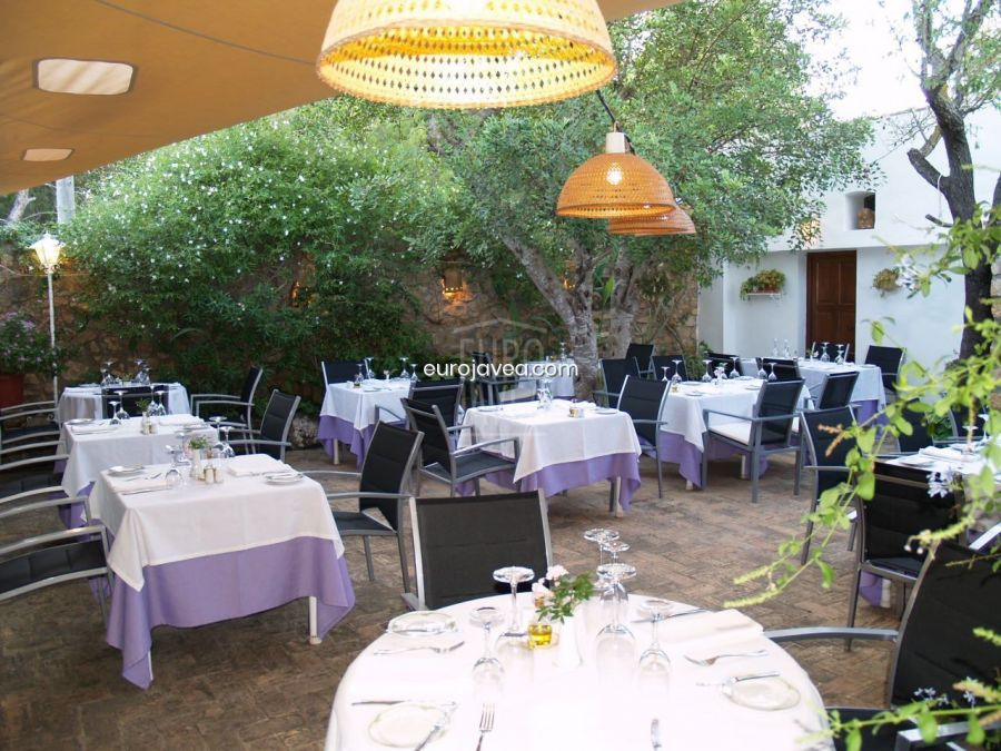 Mediterranean style house for sale in Jávea ready to Restaurant or living.