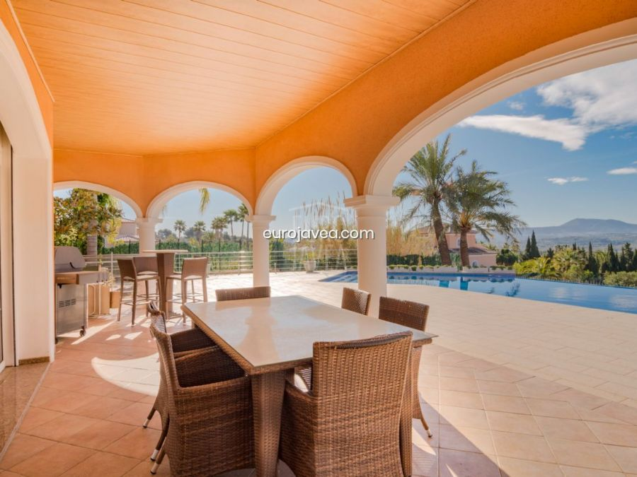 Magnificent villa for sale south facing on the Montgó in Jávea
