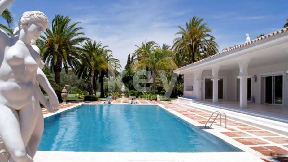 NICE VILLA IN GATED COMMUNITY CLOSE TO THE GOLF IN NUEVA ANDALUCIA, MARBELLA
