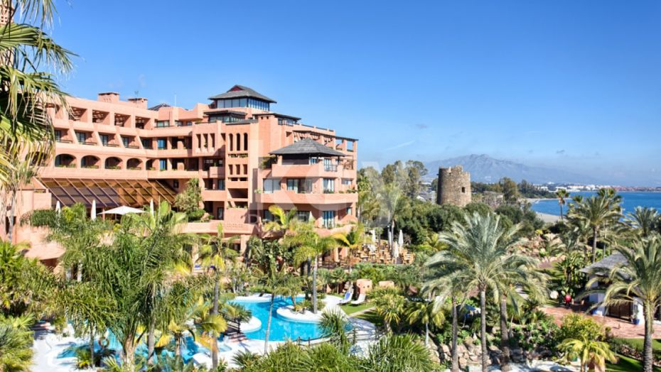 LUXURY PENTHOUSE FOR SALE INFRONT OF THE SEA IN KEMPINSKI, ESTEPONA