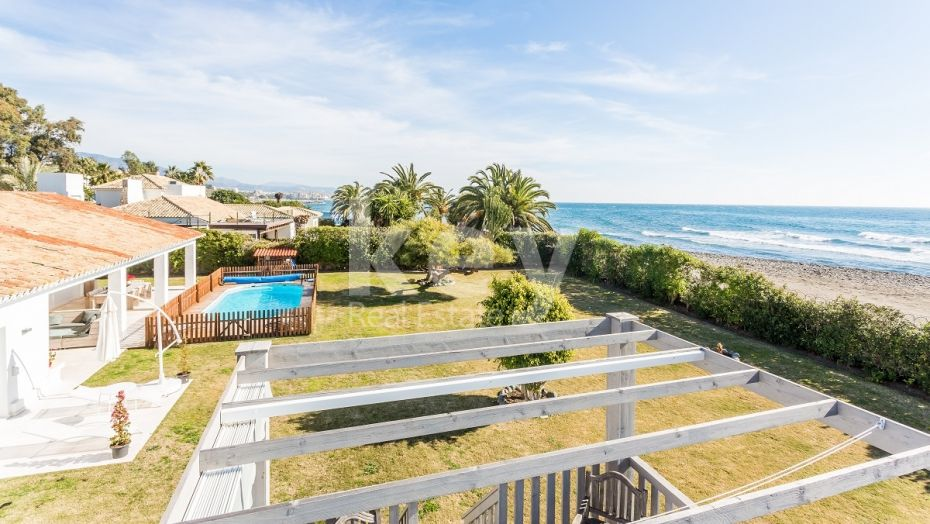 VILLA HAS ONLY ONE FLOOR INFRONT OF THE BEACH CLOSE TO PUERTO BANUS, MARBELLA