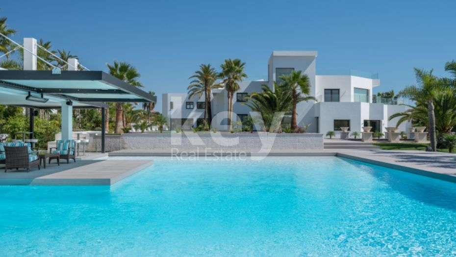 EXCLUSIVE LUXURY VILLA FOR SALE IN NUEVA ANDALUCIA