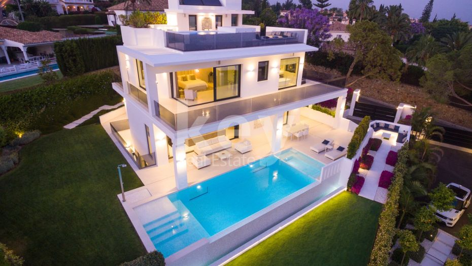NEW BRAND MODERN VILLA IN NAGUELLES WITH PANORAMIC SEAVIEWS, GOLDEN MILE