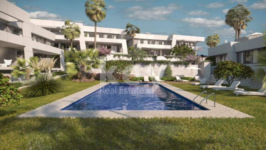 Modern townhouse with private pool in Rio Real, Marbella East