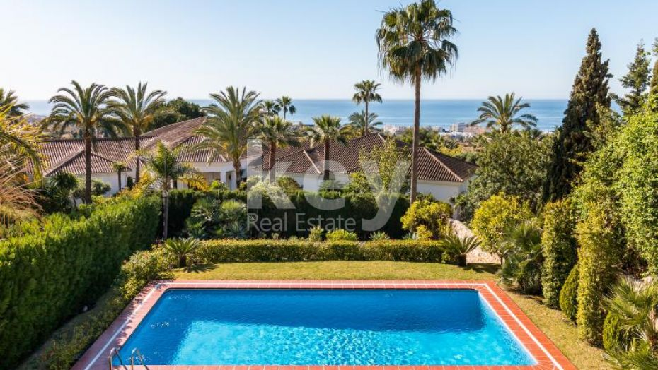 Villa with panoramic sea view for sale in Golden Mile, Marbella