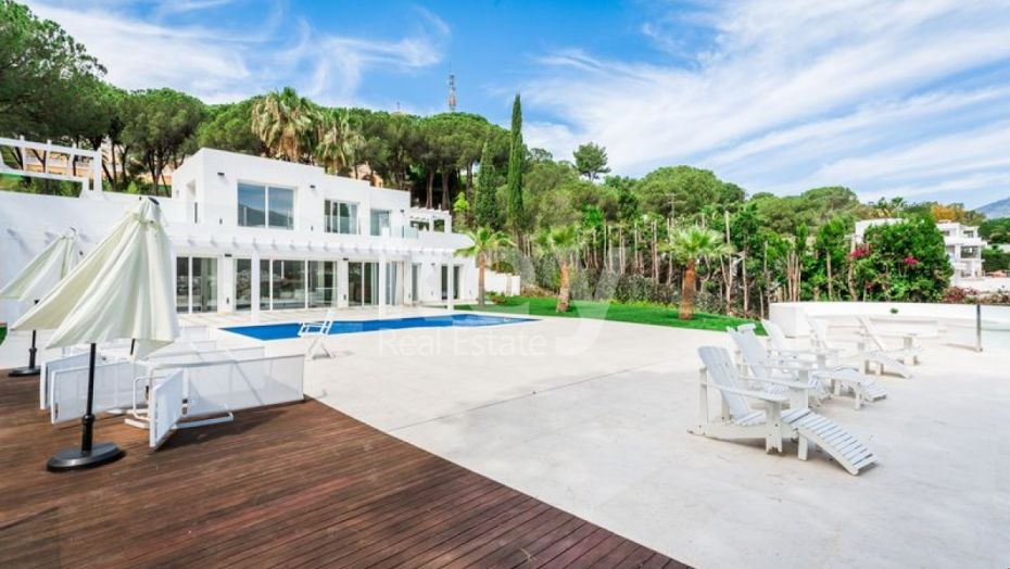 MODERN VILLA WITH AMAZING VIEWS FOR SALE IN NUEVA ANDALUCIA, MARBELLA