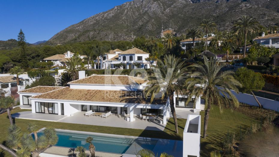Fantastic villa with a huge plot in Sierra Blanca