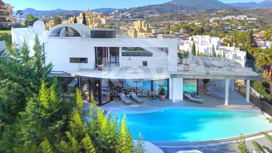 Villa Sunshine: an incredible modern villa with panoramic views in Nueva Andalucia