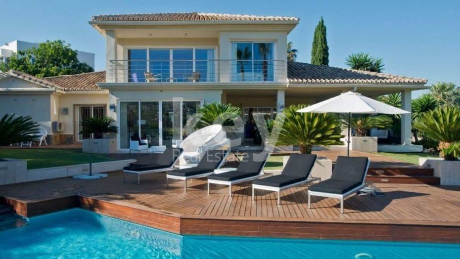 BEAUTIFUL VILLA INFRONT OF THE GOLF IN NUEVA ANDALUCIA