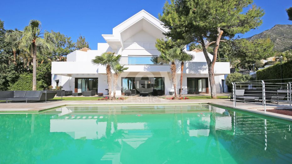 Prestigious villa with sea and mountain views in Sierra Blanca, Golden Mile