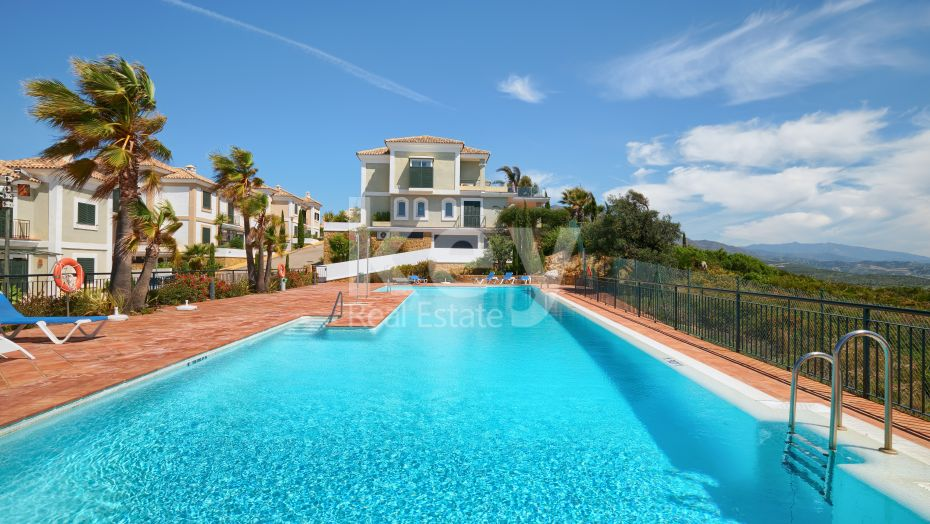 Cozy and mountainside two bedroom apartment in La Herencia, Doña Julia Golf, Casares