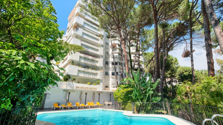 Live in the heart of Marbella in this beautiful and quiet apartment in Jardines del Mar.
