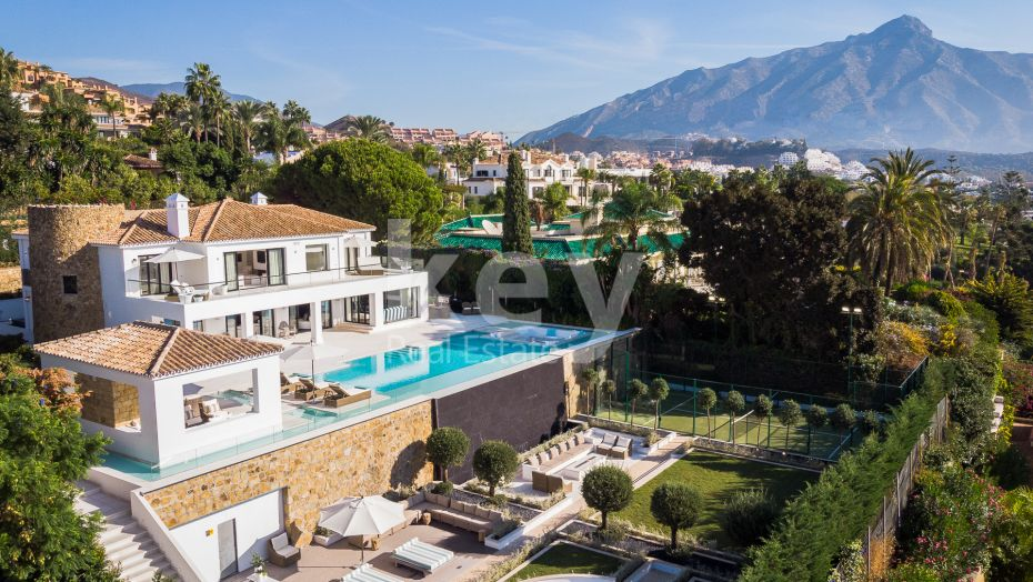 Amazing sea views luxury villa for sale in Nueva Andalucia, Marbella
