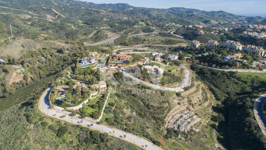 Mountainside plot with sea views in Elviria, Marbella East