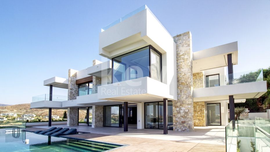 Incredible modern villa for sale in Los Flamingos, Benahavis
