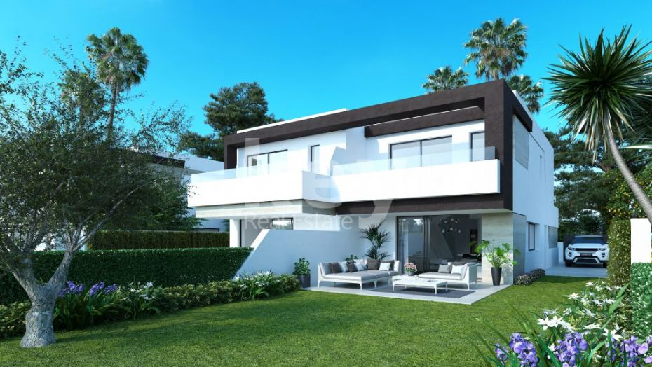 Modern townhouse close to the beach in New Golden Mile, Estepona