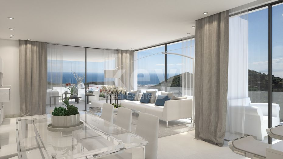 Luxurious penthouse with sea views for sale in Marbella