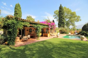 Charming single level villa in tranquil location